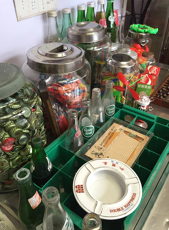 玻璃汽水箱、鐵汽水樽都已經好少人識得欣賞。 (1)